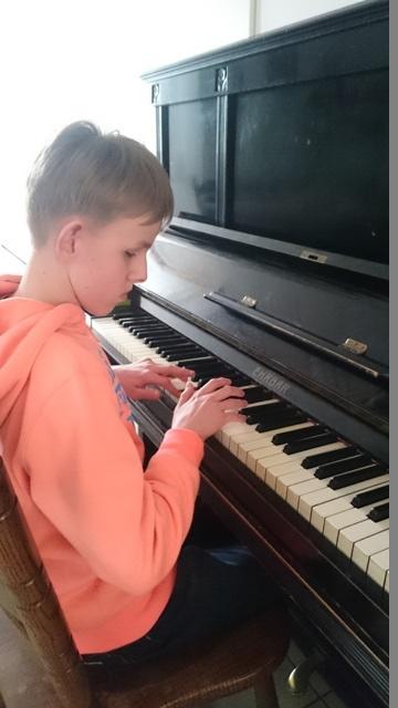 maciek-pianino.JPG
